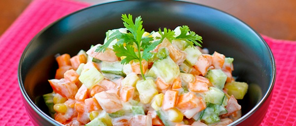 Raita salad recept